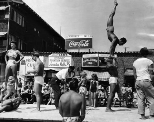 As rotinas de treino na praia eram acompanhadas por plateias de admiradores (Foto: Reprodução)