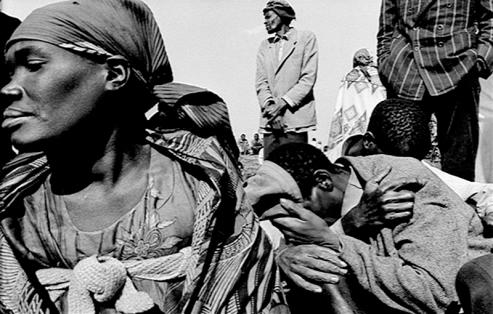 Marido de Violette morreu durante a Guerra Civil de Ruanda (Foto: Frank Randall)