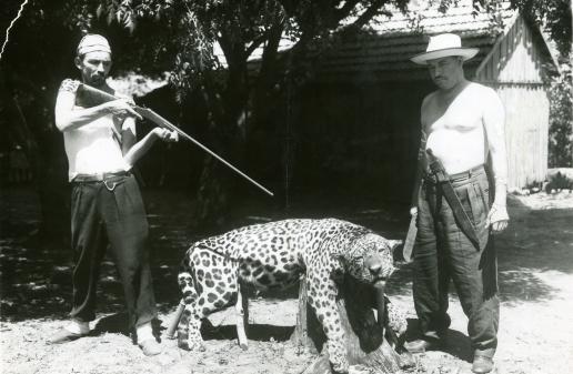 Ele justificaria mais tarde que os caçadores traziam uma energia pesada e sufocante que ameaçava o equilíbrio da vida e a vitalidade soberana da floresta (Acervo: Ordem do Carmo)