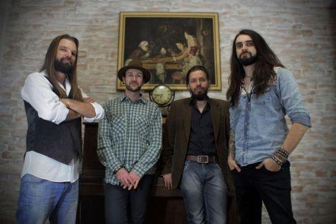 """A primeira música autoral do grupo foi """"Sweetums"""", lançada no final de 2012 (Foto: Divulgação)"""