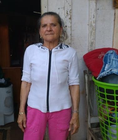 Além de não ter fonte de renda, Dona Zu sofre em decorrência de artrose, osteoporose e depressão (Foto: David Arioch)