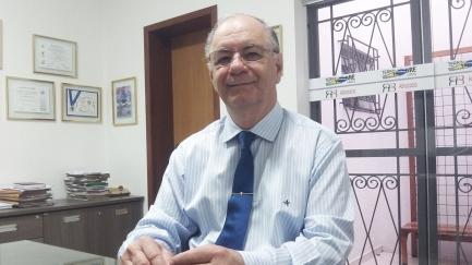 Frata recebeu o Prêmio Clarice Lispector, concedido pela União Brasileira de Escritores (UBE), no Rio de Janeiro (Foto: David Arioch)